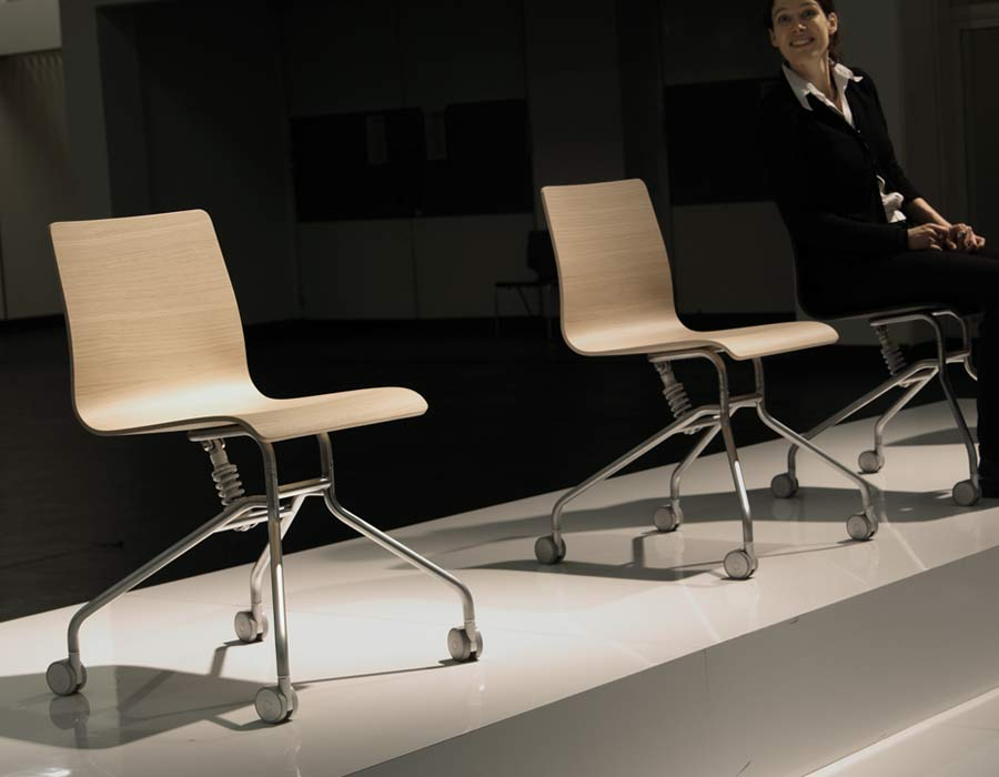 Lapalma light office chair Gira exhibition