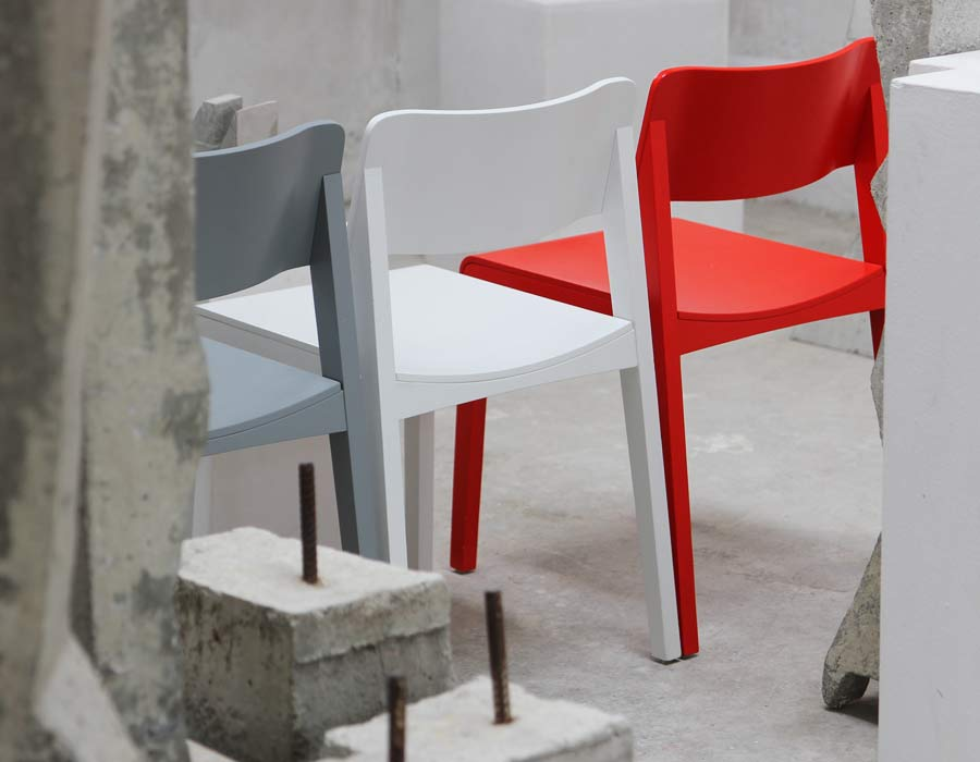 Thonet chair 330 - 3 chairs: grey, white and red